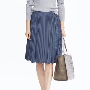Banana Republic | Blue Pleated Lace Skirt 8P
